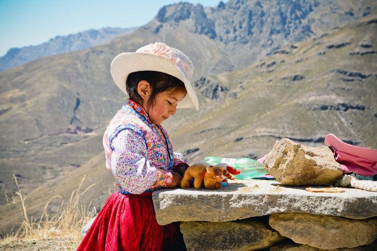 Een land met een rijke cultuur, intrigerende geschiedenis, prachtige natuur en een kleurrijke bevolking? Peru heeft het allemaal! Bovendien is het door het ruime aanbod van binnenlandse vluchten en lange afstandsbussen makkelijk te bereizen. Waar wacht je nog op?)