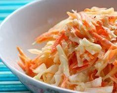 Salade coleslaw aux noix concassées : http://www.cuisineaz.com/recettes/salade-coleslaw-aux-noix-concassees-81806.aspx