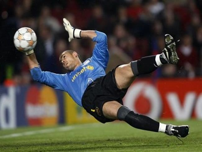 Victor Valdes Barcelona Goalkeeper Best Save Action