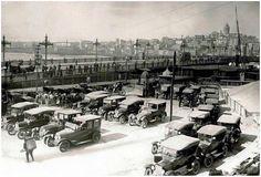 İstanbulun ilk taksi durağı.. Eminönü 1925..