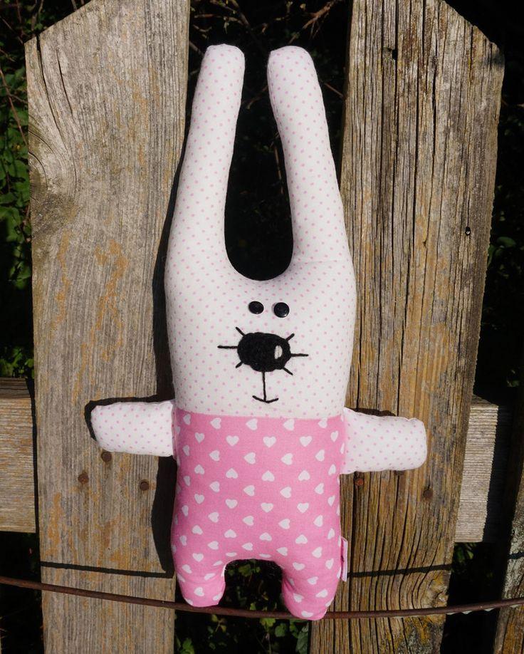 Ушастик от #dubi 🌷dubi - отличный #подарок для ваших друзей или ребенка. И прекрасно украсит ваш интерьер). Материалы:100%хлопок, наполнитель гипоаллергенный файбертек!!!! Шью разных расцветок по вашему желанию) Игрушки от #dubi_dubi очень любят дети) Будьте оригинальны в выборе подарка😉  #dubi_dubi#dubihandmade#зайка#заяц#мягкийзаяц#мягкаяигрушка #hand_made #подарок #оригинальныйподарок #ручнаяработа #handwork#поделки #креатив #минск #minsk#люблю#п