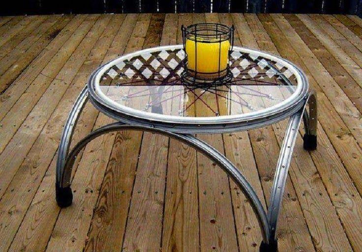 mesa hecha con rueda de bici