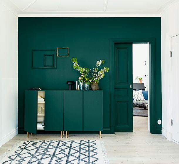 Har du en hörna i ditt hem som inte tillför någonting? Fondväggen är ju en klassiker när det ska väckas liv i sömniga rum – inte så konstigt med tanke på hur stor skillnad lite färg faktiskt kan göra. En vägg kan ju dessutom lätt målas över om du skulle råka tröttna på kulören. Med …