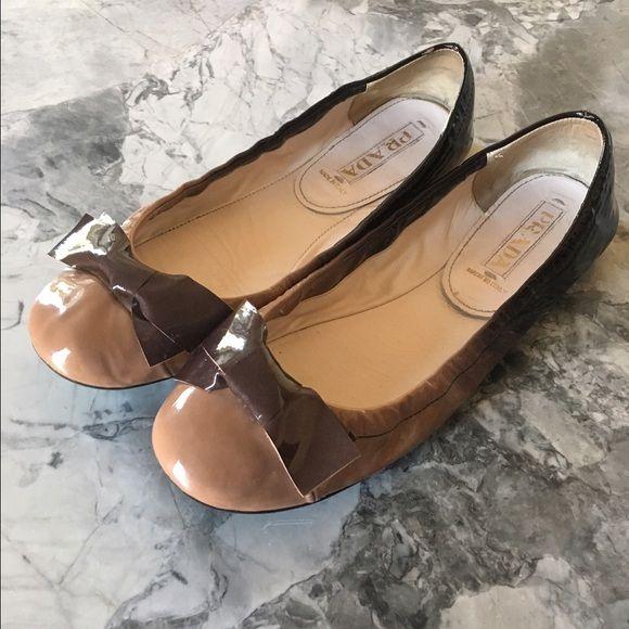 Prada hombre flats 💯 Authentic pre-loved Prada hombre flats. Prada Shoes Flats & Loafers