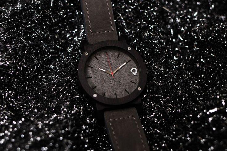 Drewniany zegarek - Seria Flake - Grey - Heban - Plantwear Polska
