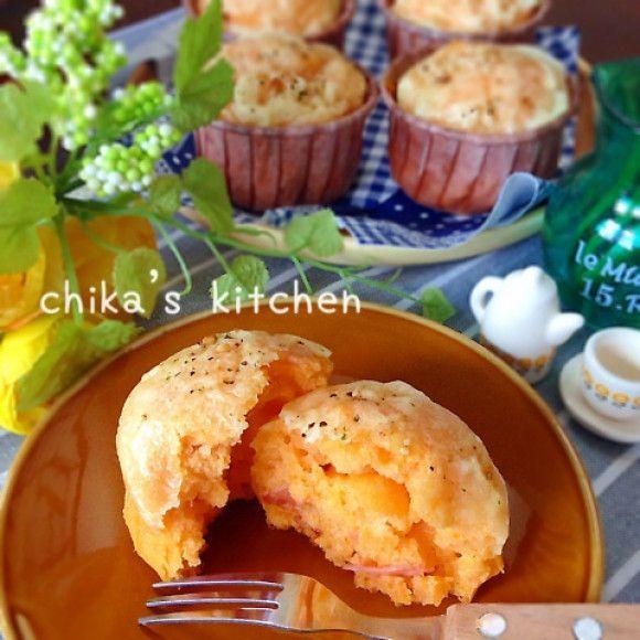 TOMATO MUFFIN トマトがギュッ♡ふんわりもちっなヘルシーお食事マフィン♡ (firm tofu, tomato juice, ketchup, bacon, hotcake mix, cheese)