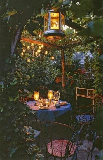 Sehe dir das Foto von Schuhfreak mit dem Titel Romantische und gemütliche Beleuchtung im Garten und andere inspirierende Bilder auf Spaaz.de an.