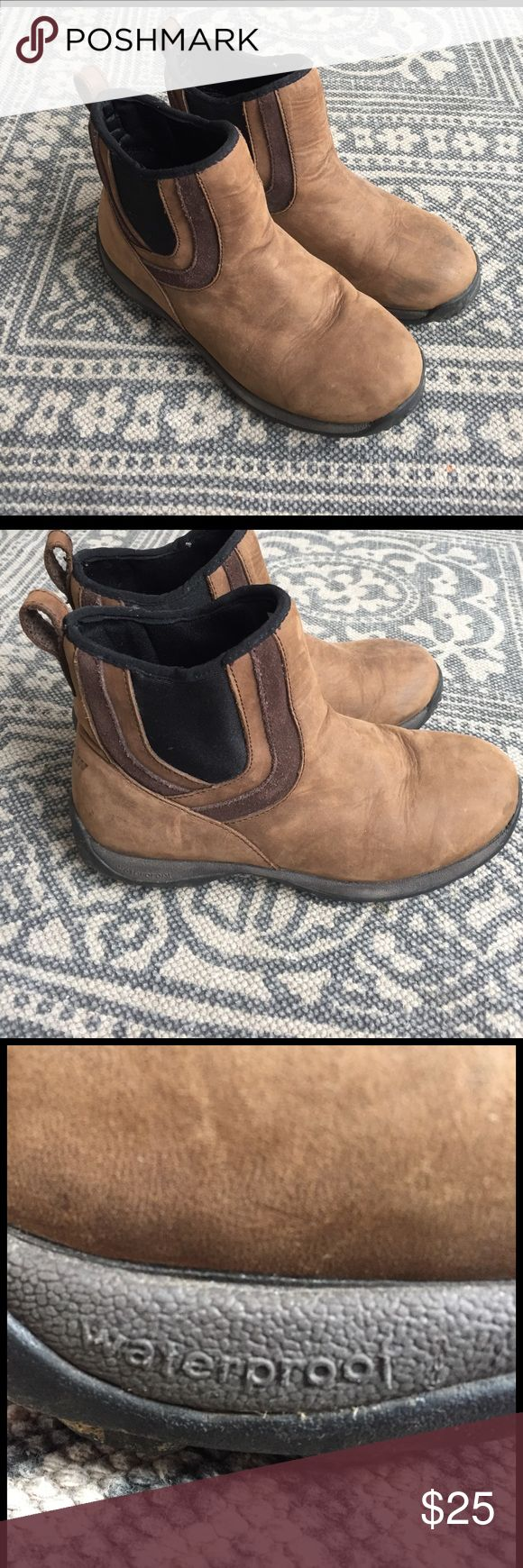 Baffin brand ankle snow boots in size 7 These are leather, fully insulated and waterproof boots with traction on the soles. They are easy to slip on and off and are super lightweight and cute with jeans and casual dresses. Baffin Shoes Winter & Rain Boots