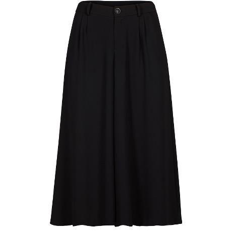 Ilovemy pants. Black Swan Fashion SS17
