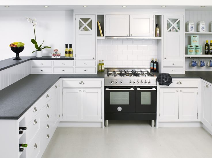 Traditional kitchen featuring a Bertazzoni W905MFENE. Cabinet doors recessed into the carcasses and prominent plinths in authentic historical style. Pewter shell handles and knobs, together with the black granit worktop, add a classical touch to the interior design. Interior design by DN bygg & Inredning