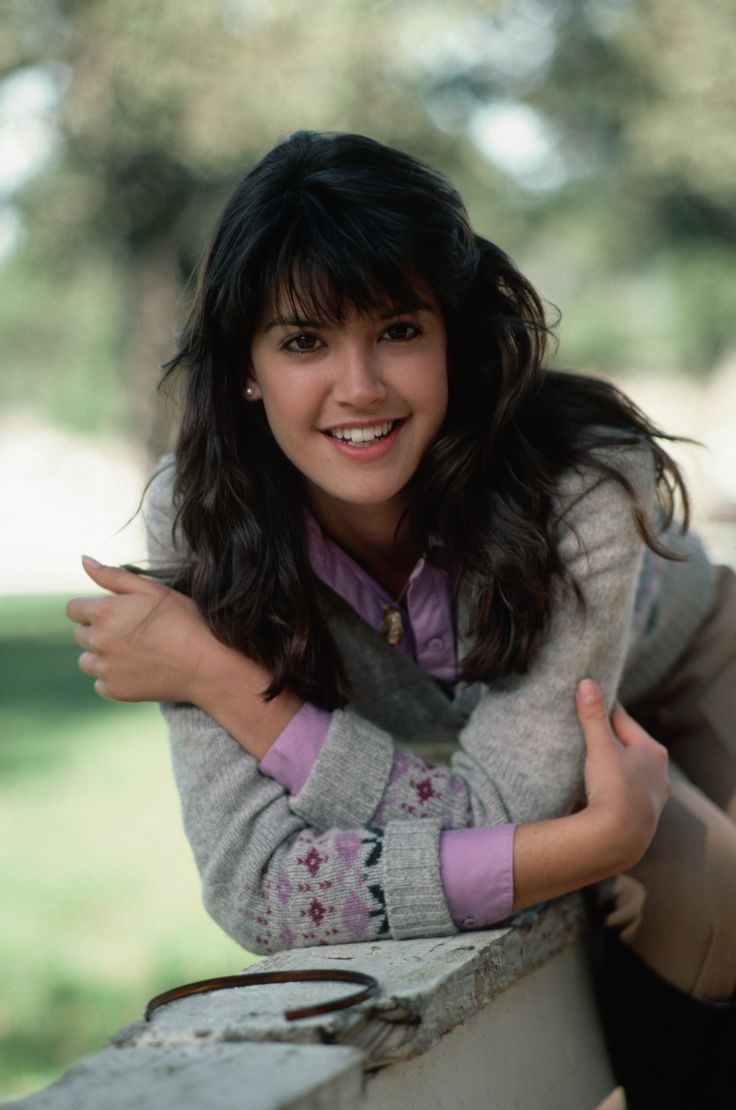 Hair Bangs Test Phoebe Cates In 2020 With Images Phoebe Cates Phoebe