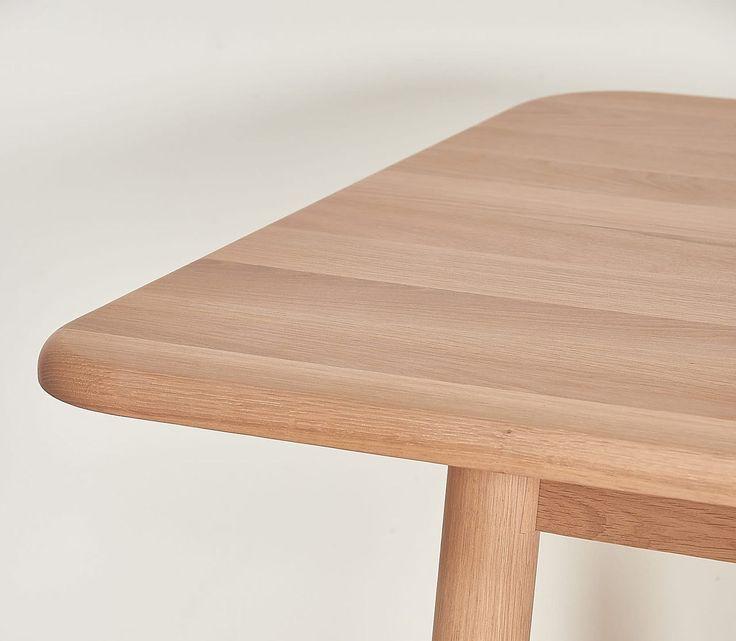 the Hélène table