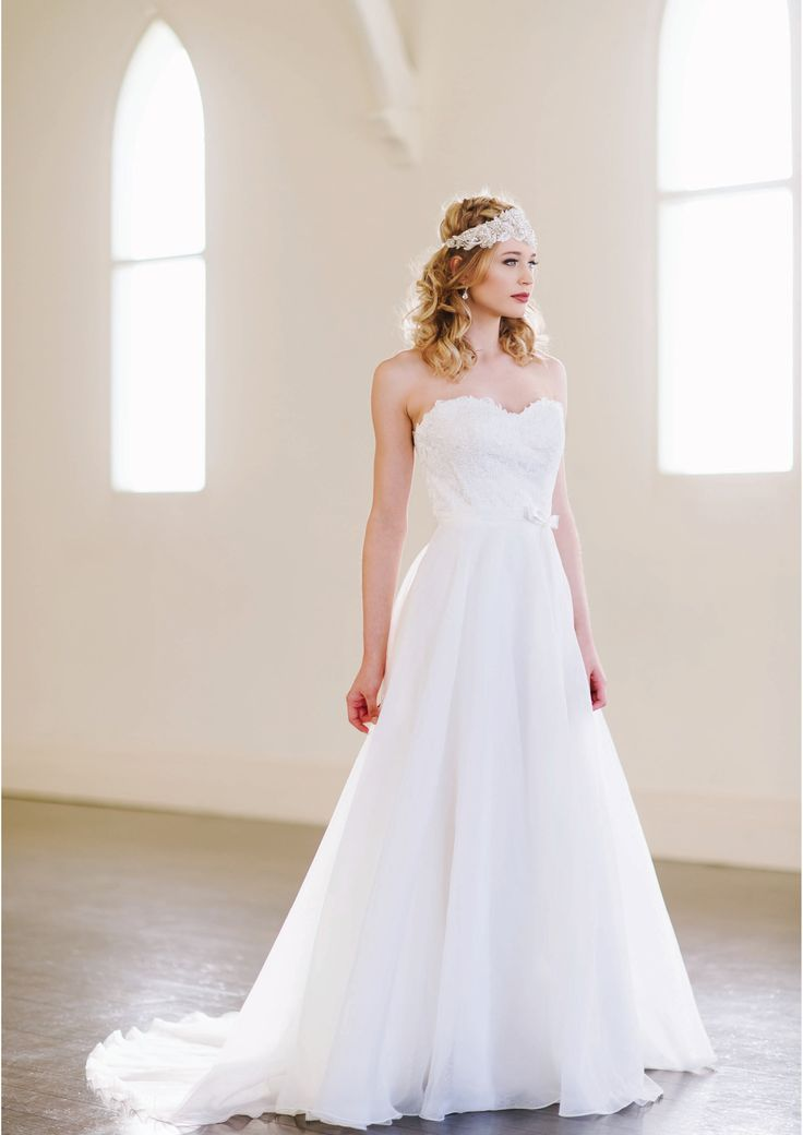 Reni - Strapless lace bodice with circular organza skirt