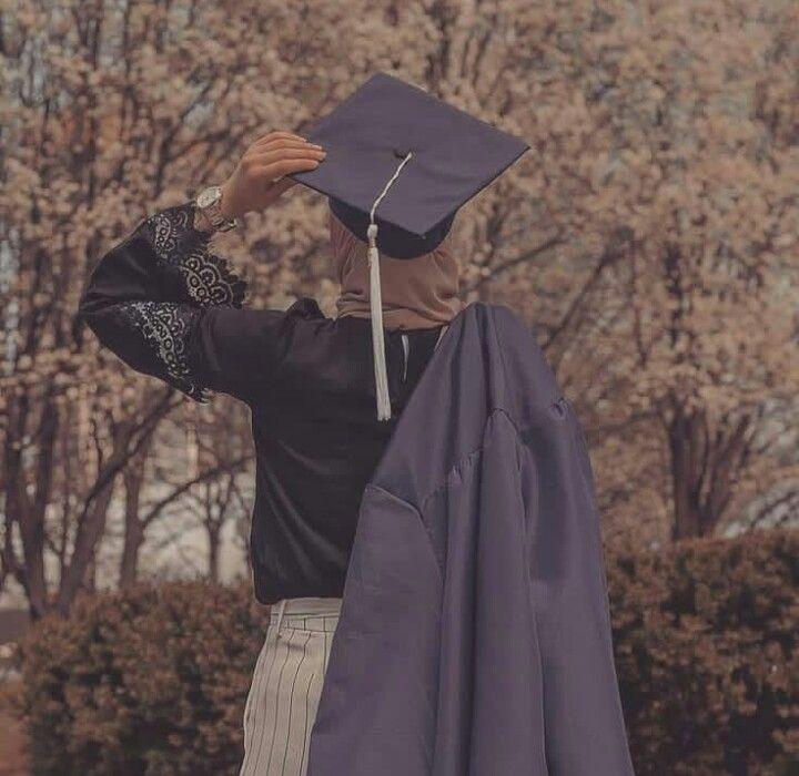 Pin By Mona Shebani Azwai On تخرج Graduation Photoshoot Graduation Girl Graduation Picture Poses