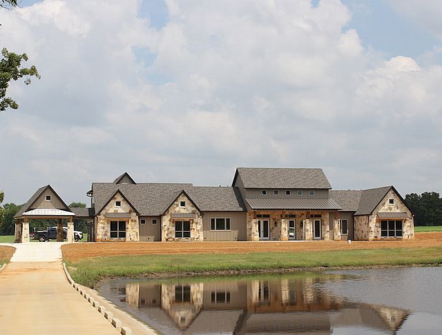 Top 25 best texas house plans ideas on pinterest barn for Large ranch style homes
