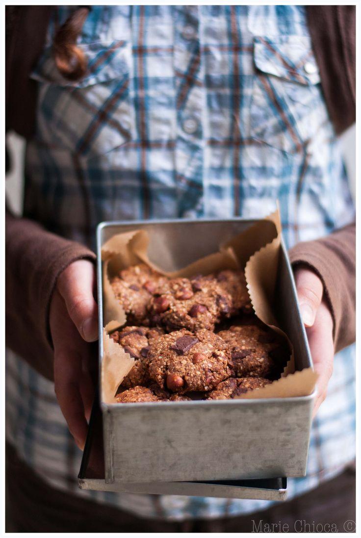 Cookies pralinés au son d'avoine (son d'avoine, farine de blé ou de grand épeautre, purée de noisette, chocolat noir, sucre de coco, oeuf, noisettes)