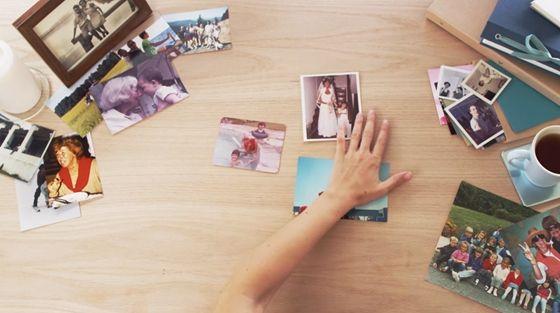 **********Digitalizálná régi családi fotóit és baráti társaságaival készített képeit? Ezeket nem a Facebookon akarja tárolni? Mobilon és számítógépen is bármikor el akarja érni őket? Ha igen a válasz, ezt az Androidra és iPhone-ra is ingyenes alkalmazást mindenképp próbálja ki.