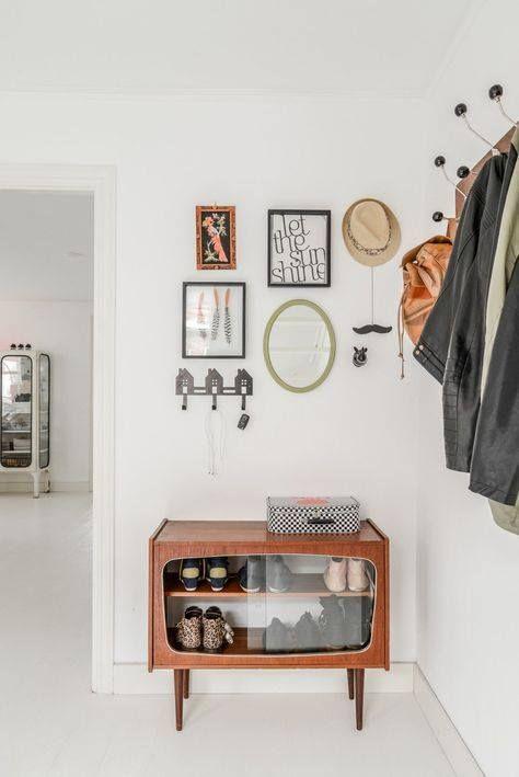 Vetrinetta vintage trasformata in portascarpe... da CasaFacile