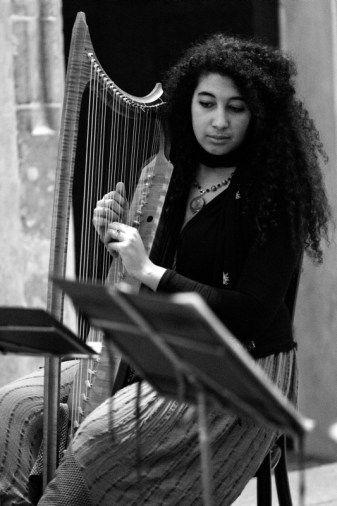 Isabella Shaw (mezzosoprano and gothic harp by Jakub Kučera 2012) during the performance Lingua Materna in Prague. See more at www.motusharmonicus.cz