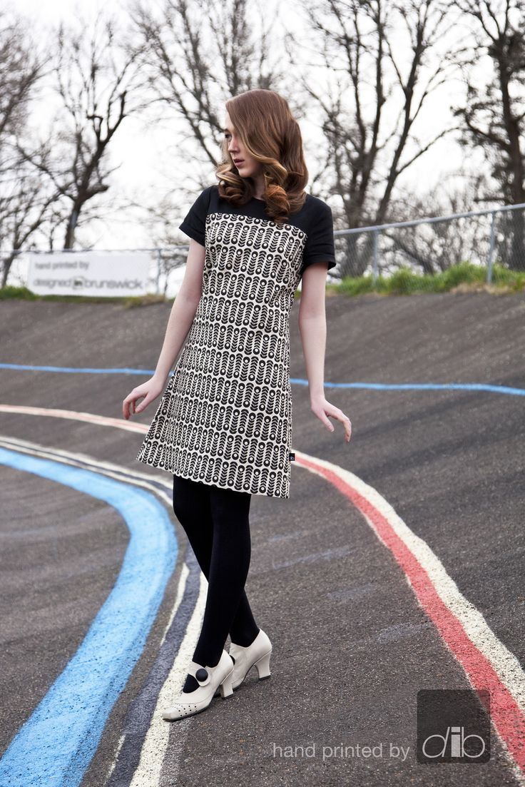 New sleeved dress - Aliina - pitka blom - black on natural