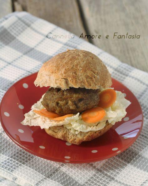 Hamburger al forno con panini integrali .