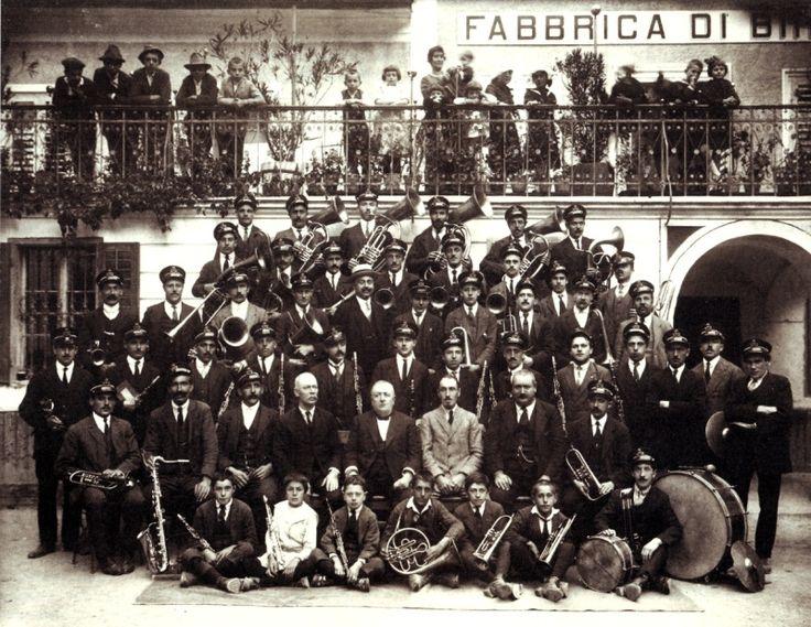 banda di predazzo alla birreria foto storica Tre generazioni ai fornelli, il libro di Vera Bernardi