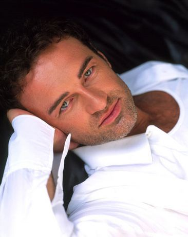 Darrok - Julian McMahon (aka most delicious man on the planet that I have ever laid eyes on :p )