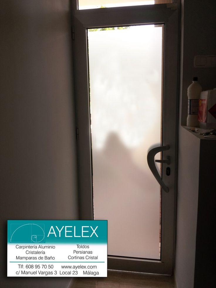 Puerta abatible aluminio plata serie 40 40 con cristal - Puertas acorazadas malaga ...