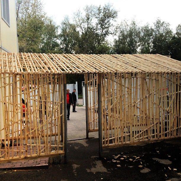 Входная группа из объемных деревянных панелей