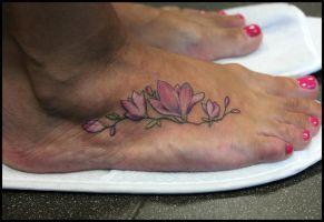 magnolia_flower_tattoo_by_sashachu-d7t7n7e.jpg (291×200)
