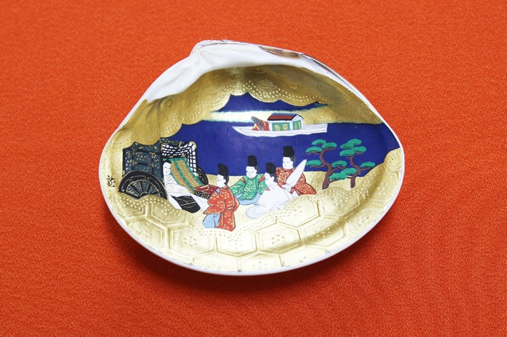"""""""Kai-awase"""" painted in a pair of shell inside. it is concaved!! but the works not deformed..."""