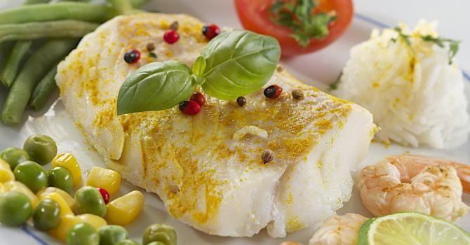 Recette de Cabillaud light des îles en nage de coco, curry et citronnelle. Facile et rapide à réaliser, goûteuse et diététique.