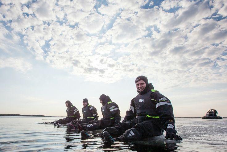 #Floating im eisigen Gewässer des #Saimaa-Sees #Finland - http://bit.ly/AdventureCampSaimaa