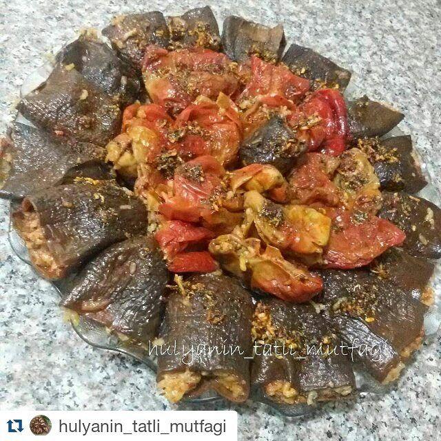 En güzel mutfak paylaşımları için kanalımıza abone olunuz. http://www.kadinika.com @hulyanin_tatli_mutfagi  @hulyanin_tatli_mutfagi  @hulyanin_tatli_mutfagiEn çok sevdiğim eskili kuru dolma  15 adet biber kurusu 15 adet patlıcan kurusu  3 adet orta boy soğan  yarım demet maydanoz yarım demet nane  3 domates(ben konserve kullandim)  4 dış sarımsak  1 çorba kaşığı biber salcasi  1 çorba kaşığı domates salcasi  yeterince sıvıyağ  1 tatlı kaşığı tuz kimyon karabiber pulbiber kuru nane 1 limon…