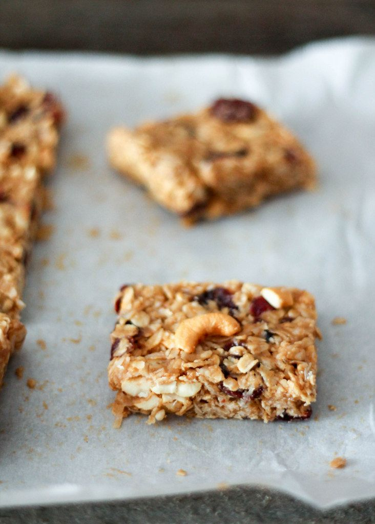 Chewy Coconut Cashew Almond Granola Bars - easy, no bake gluten free granola bars with simple ingredients and tons of flavor!