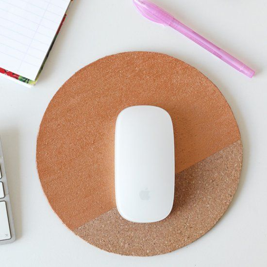 Need a little update for your desk? Make this cork mousepad in just 5 minutes!