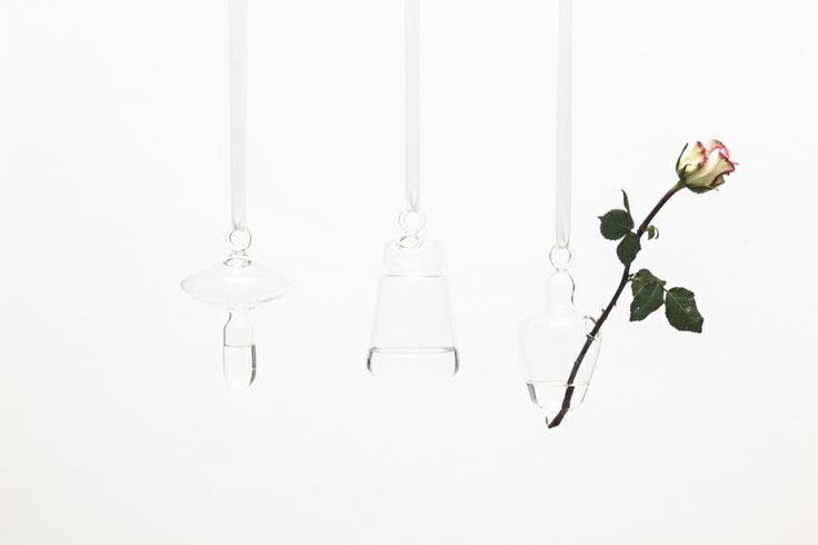 SOLIFLEUR, Margaux Keller A collection of hang little solifleur made of glass. They remind us of an animal, a vegetable, or a little doll depending on which one you choose. You can hang them on the wall and make an ordinary flower become particular. #extraordinarygallery #fabrica #margauxkeller