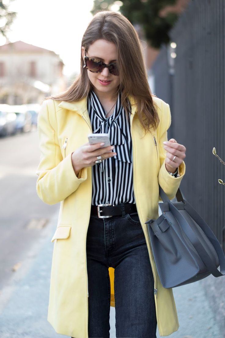 A COLOR TO BRIGHTEN YOUR DAY: CAPPOTTO GIALLO PER UN LOOK CASUAL CHIC www.ellysa.it #outfit #spring #yellow #coat #casual #black #jeans