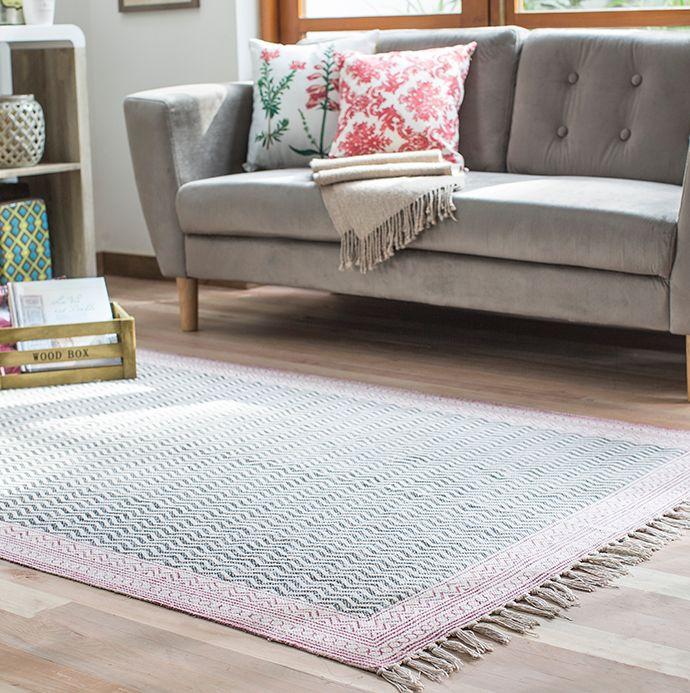 Si lo tuyo es el estilo #vintage, el #sofá #Vals de líneas #retro es para ti <3 #Living #Alfombra #Homy