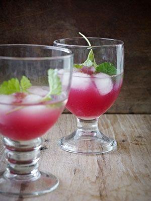 En drink før eller efter middagen. Granatæbledrinken har sødme, syrlighed og en god dybde i smagen.