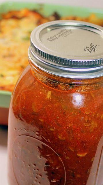 CANNING Fresh Tomato. Dalla cucina tanti vasetti per portare i profumi e i sapori dell'estate anche nelle giornate invernali.