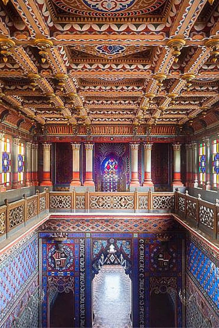 Built in the 17th century and located in the Tuscan hills, the Sammezzano castle has been abandoned since the 1990s.
