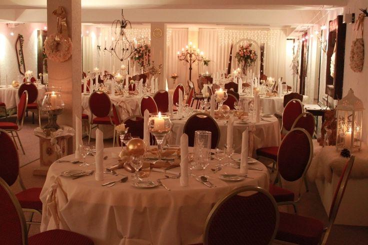 Viel Platz zum feiern mit bis zu 120 Gästen bietet der Rochuskeller des Hotel zum Walde.