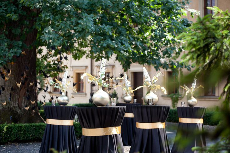 Gold & Black glamour Art Deco Wedding in 13th century Castle in Kliczkow with gold & black ornamentation, Poland by artsize.pl