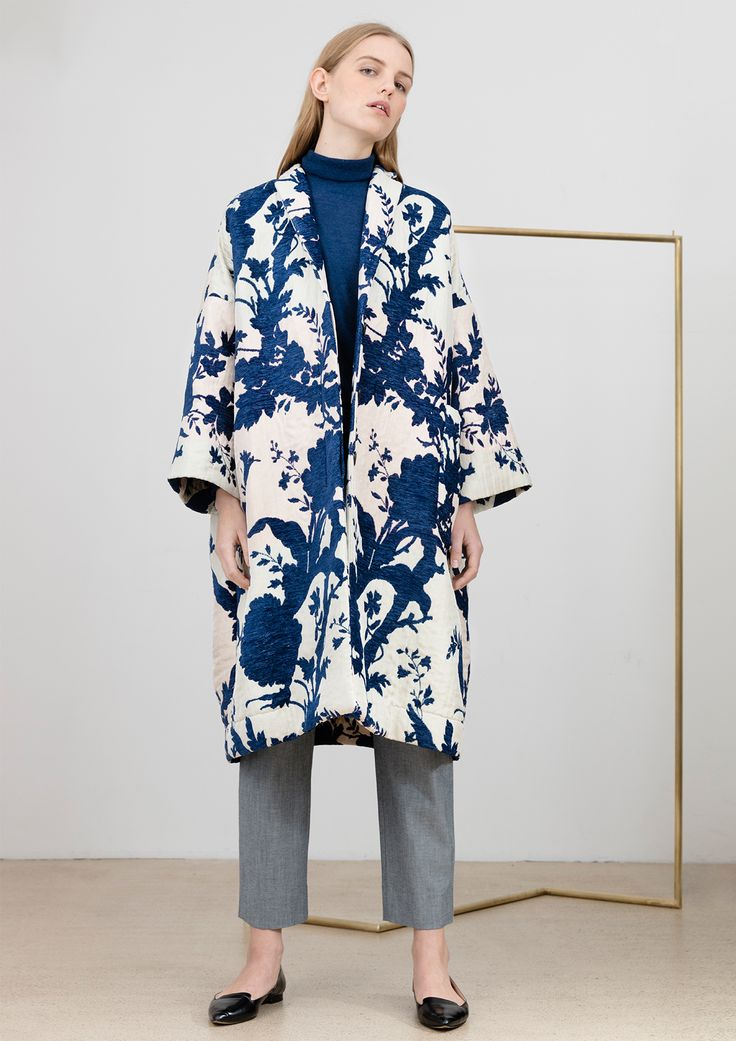Oversize coat out of cotton and viscose, with blue-beige jacquard floral pattern #simpelthen #purity & #style #handmade in #switzerland