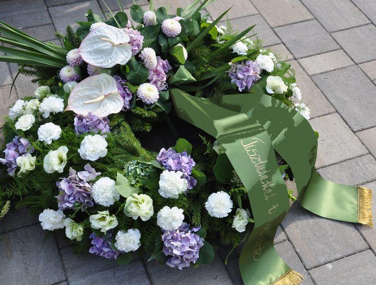 Egy temetés koszorúi