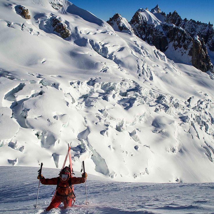 It's a long way to the top if you wanna powder blast! 💥 💥 #levelgloves  #powderweloveit #skigloves  laylakerley