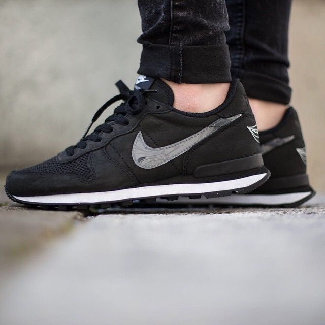 nike internationalist women black