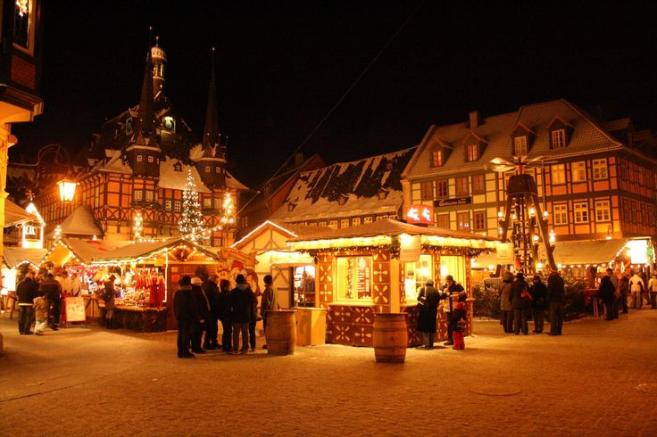 more from category Village http://earth66.com/village/wernigerode-germany-marketplace-christmasmarket-incl-town-hall-hotel-gothisches-haus-christmas-booth/