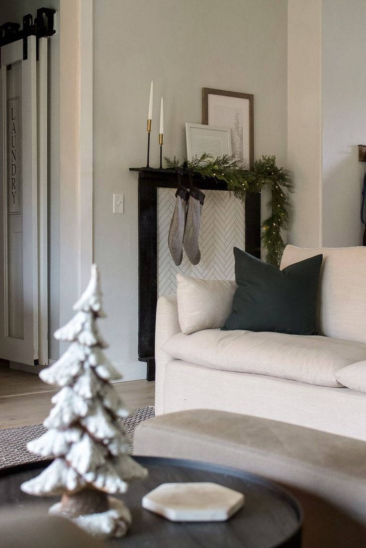 Christmas Entry & Living Room – 2018